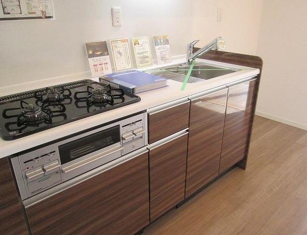 新規設置の綺麗なキッチン